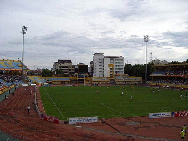 Sn vn ng Hng y (Hang Day Stadium), H Ni (Hanoi)