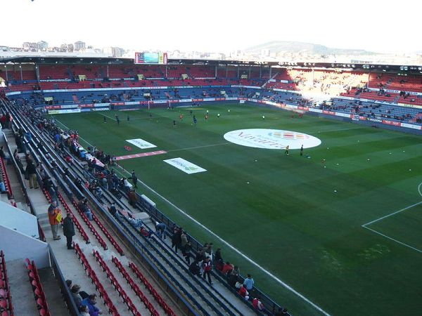 Estadio El Sadar, Pamplona (Iruea)